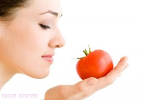 quitar los puntos negros en casa-tomate
