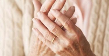 como-aliviar-el-reuma-manos