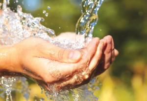 como-cuidar-las-manos-agrietadas-agua