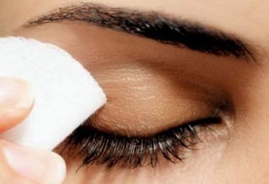 Evita el dañar la piel con el maquillaje